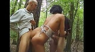 3 Teens Ficken im Wald